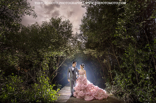 prewedding outdoor jakarta by Thepotomoto Photography
