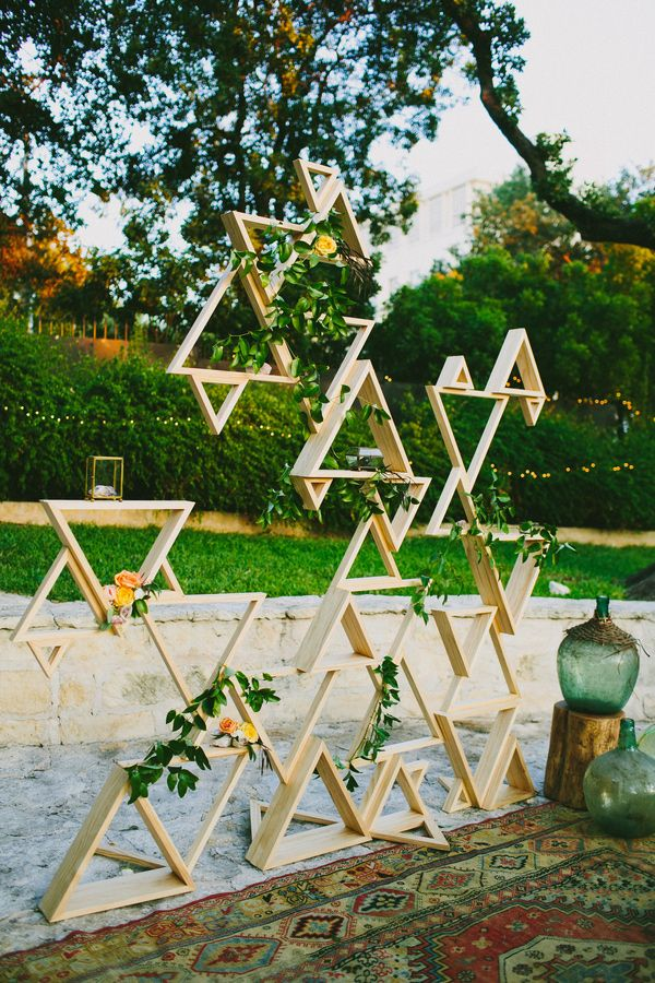 boho-triangle-shelf-wall-wedding-backdrop