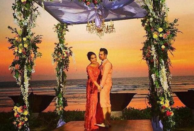 Dibawah semilir angin pantai, ah jadi berasa di surga yah! Sumber: Sidomi.com