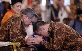 Yuk mulai ingat kembali perjuangan kedua orang tua kita yang telah sukses membimbing kita hingga saat ini. sumber: okezone foto