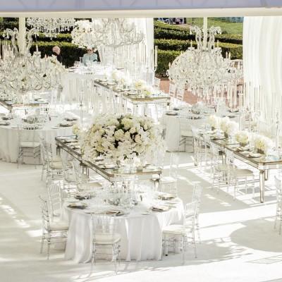 paduan dekorasi pernikahan serba putih
